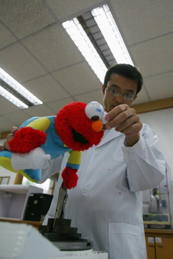 Export-oriented Toy Enterprise and Quarantine Bureau Laboratory Visiting